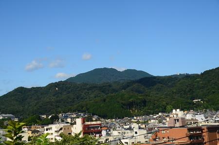 真如堂付近から見る比叡山