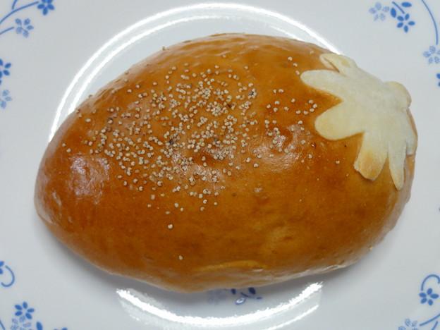 新宿高野本店限定いちごパン
