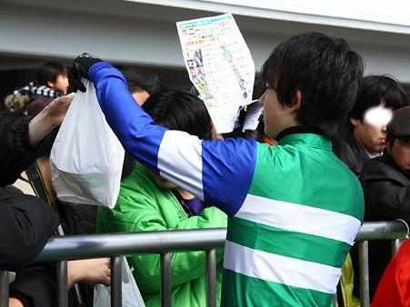 120219ポニーレースin川崎-表彰式後勝ちポ券の賞品引換