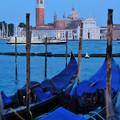 写真: ベネチアの夕暮れ サン・ジョルジョ・マジョーレ教会を望む