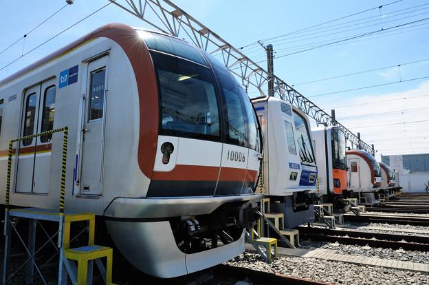 東京メトロ有楽町線を走る電車の並び