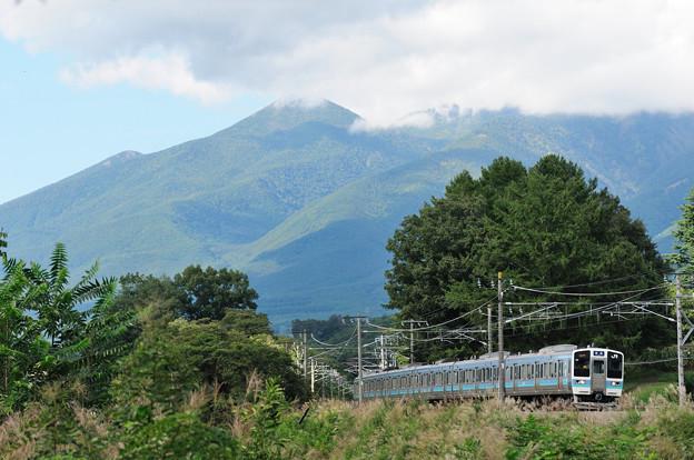 Photos: 中央線211系普通電車が高尾を目指す