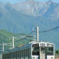 鹿島槍ヶ岳を背景に安曇沓掛駅~信濃常盤を行く211系電車