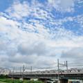 秋雲と堀切橋を渡る京成電車
