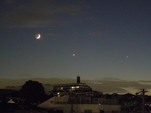 三日月と金星と木星、そしてレグルス