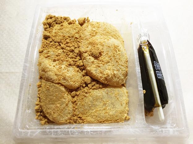 20150802-02『ゼブンアンドアイ』の「黒蜜をかけてつるり 冷やしわらび餅」02