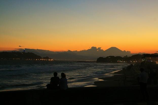 黄昏の湘南海岸