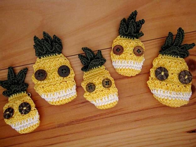 写真: パイナップルの精霊たち