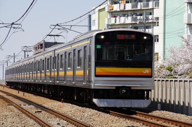 桜と205系ナハ50編成快速
