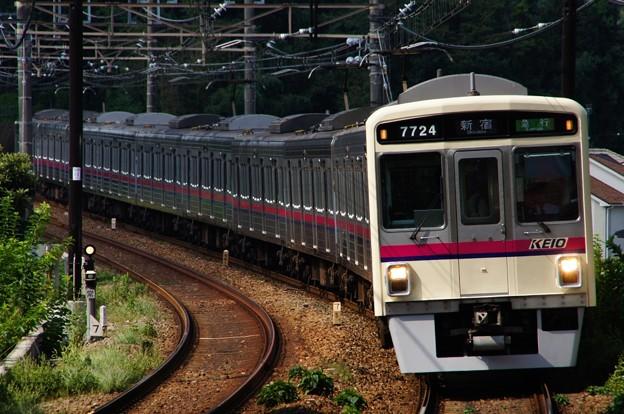 Photos: カーブで稲城駅にさしかかる7020系急行