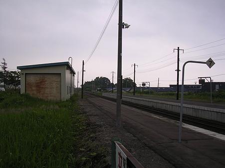 七飯駅ホーム2