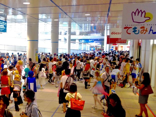 世界コスプレサミット 2015:沢山のコスプレイヤーと見物客で賑わう会場 No - 38