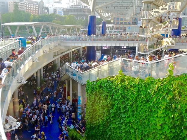 世界コスプレサミット 2015:沢山のコスプレイヤーと見物客で賑わう会場 No - 56