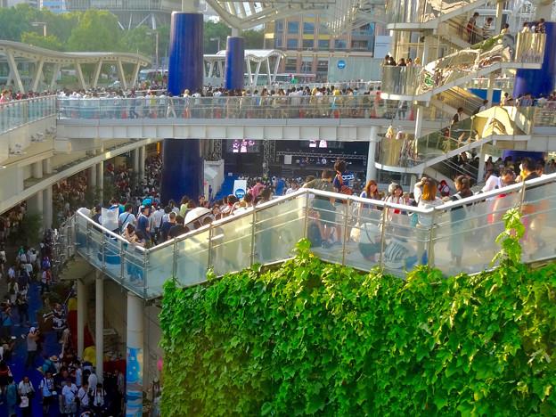 世界コスプレサミット 2015:沢山のコスプレイヤーと見物客で賑わう会場 No - 57