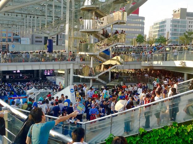 世界コスプレサミット 2015:沢山のコスプレイヤーと見物客で賑わう会場 No - 61