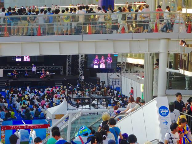 世界コスプレサミット 2015:沢山のコスプレイヤーと見物客で賑わう会場 No - 62