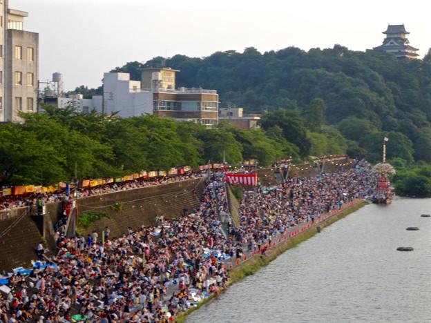 日本ライン夏まつり納涼花火大会 2015 No - 32:木曽川沿いに集まった沢山の人たち