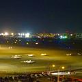 写真: エアポートウォーク名古屋 展望デッキから見た、夜の県営名古屋空港 - 2