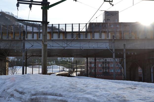 雪と陸橋と線路 [JR 上越線 岩原スキー場前-越後中里]