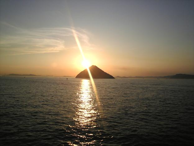 瀬戸内富士 大鎚島に沈む夕日
