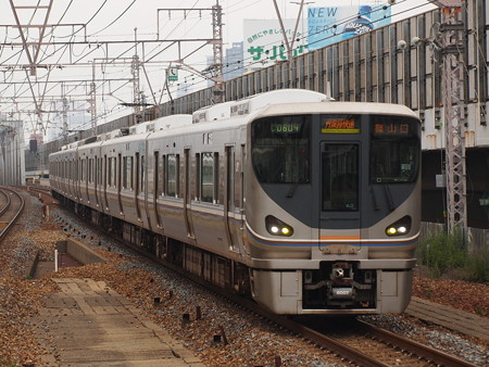 225系丹波路快速 東海道本線塚本駅