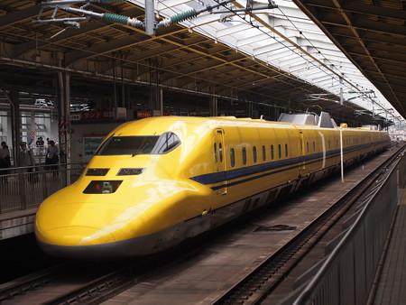 ドクターイエロー 東海道新幹線新大阪駅01