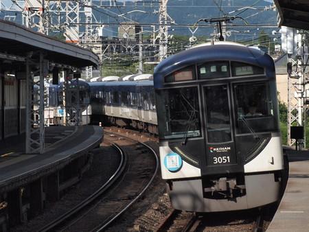 京阪3000系特急京阪本線中書島駅02