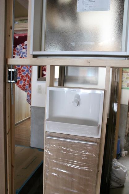 トイレ窓洗面台