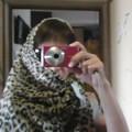 写真: ヒョウ柄を纏った女