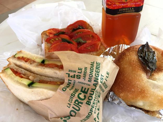 トマトづくしのパン