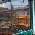 Photos: ラスティックベーカリー窓越し