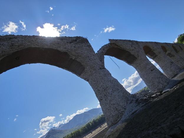 崩れゆく幻の橋