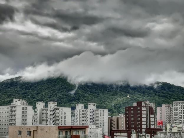 Photos: 「第一回川柳大会」......山に雲掛かる