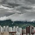 「第一回川柳大会」......山に雲掛かる