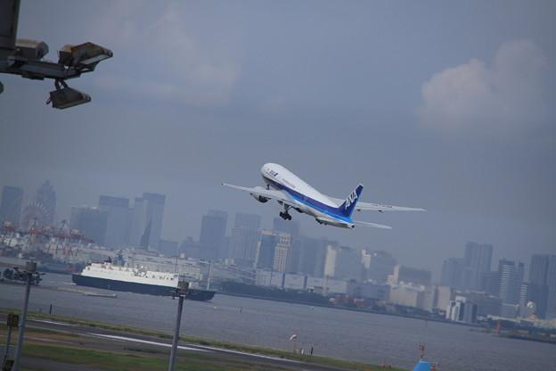 ANA Boeing 777-281/ER(JA743A) 3