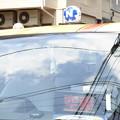 写真: フロントガラスに「空」を映す「車」