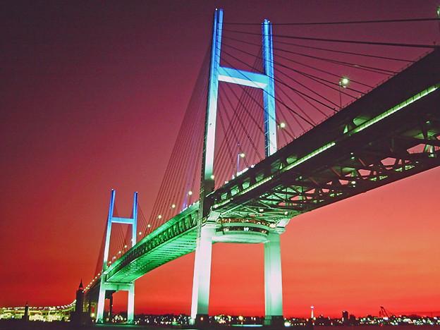 夕暮の横浜ベイブリッジ