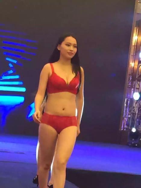 上海 下着ファッションショー 素人さんが出演?(笑)