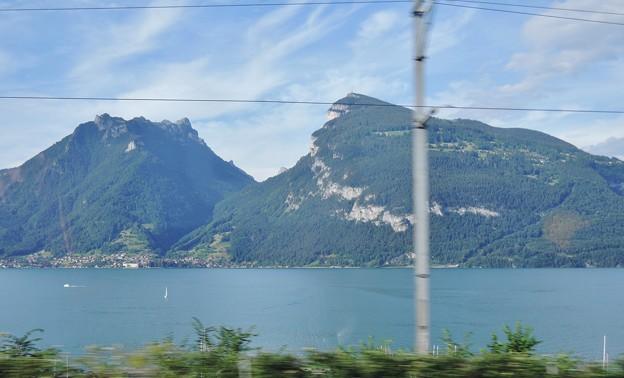 Photos: トゥーン湖