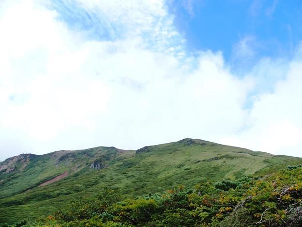 復路で振り返ったら見えた栗駒山