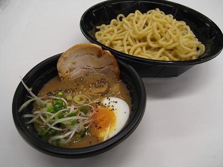 ローソン 濃厚豚骨魚介スープの冷しつけ麺 あらびき胡椒付