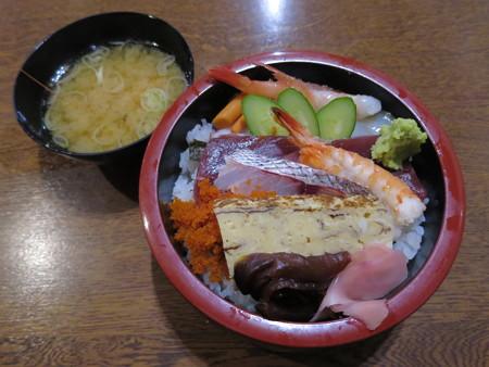 友すし ちらし寿司(平日ランチ限定)¥600