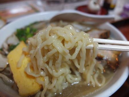 金井旅館 塩の道食堂 塩の道特製塩ラーメン 麺アップ