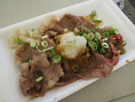 肉フェスNIIGATA2015夏 大阪焼肉・ホルモン ふたご「二代目名物黒毛和牛の包めるカルビ」(M-12)¥1400