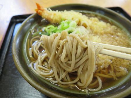 ルート8 天ぷらそば 麺アップ