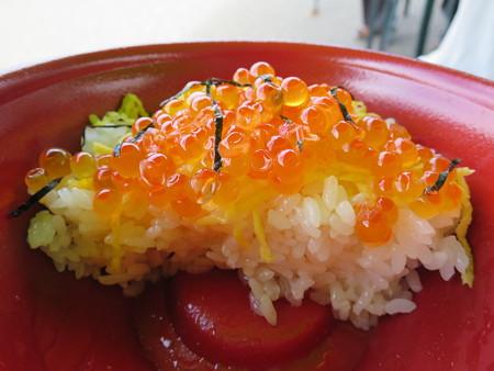 名立大鍋まつり2015 いくら丼 断面図