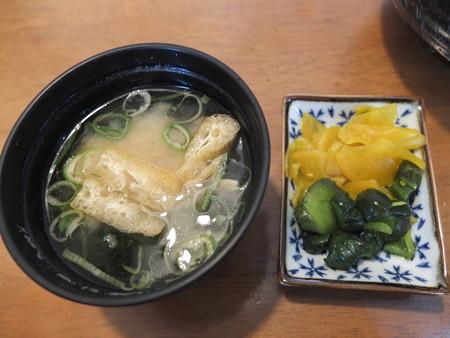 スノーマン ステーキ丼(160g) 副菜の様子