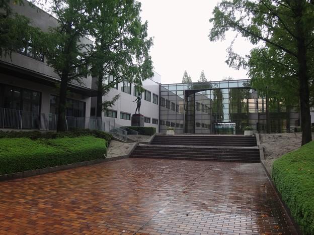 Photos: 大学玄関