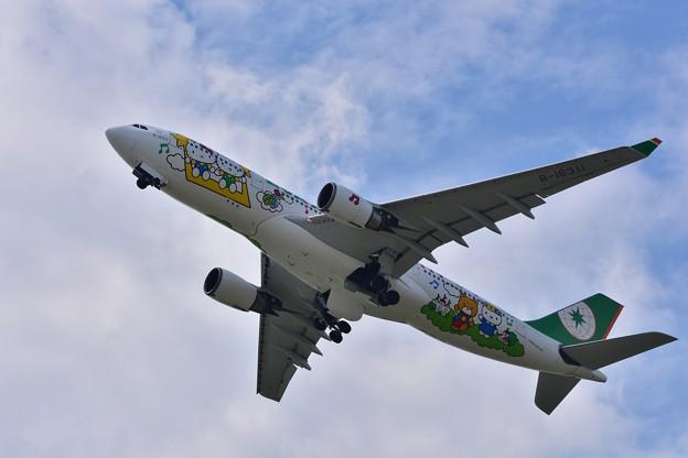 エヴァー航空B-16311 ハローキティ塗装