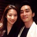 韓国俳優ソン・スンホンが恋人である中国女優リウ・イーフェイと中国のバラエティ番組に同伴出演することがわかった。(提供:OSEN)